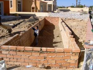 Piscinas de obra en tarragona construcci n de piscinas for Como hacer una piscina economica