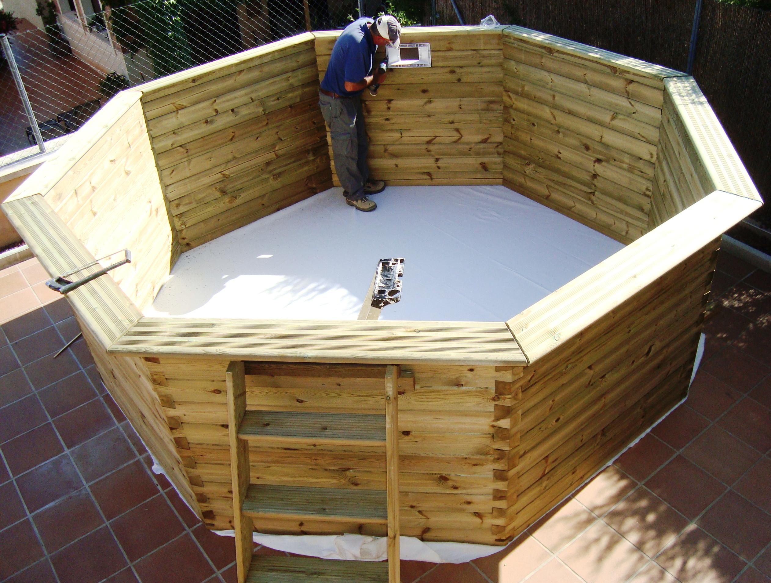Piscinas de madera en tarragona piscinas con elegancia for Casas de madera con piscina